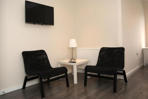 A seating area at Guest House London