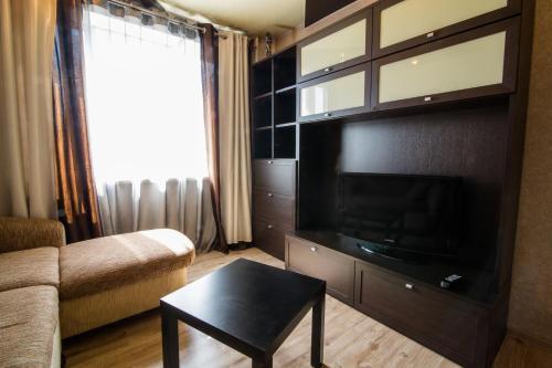 Телевизор и/или развлекательный центр в Kirova 115