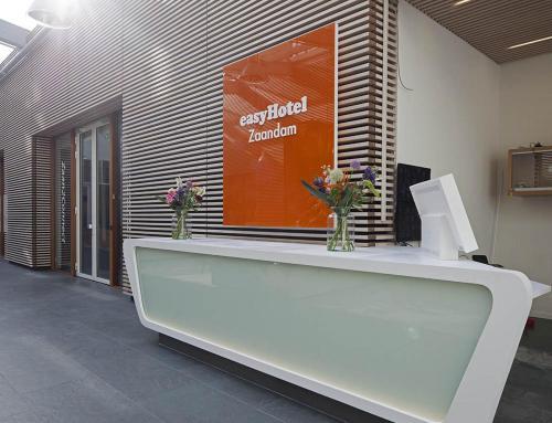 The lobby or reception area at easyHotel Amsterdam Zaandam