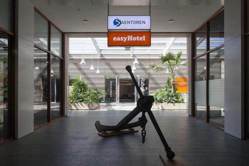 The fitness center and/or fitness facilities at easyHotel Amsterdam Zaandam
