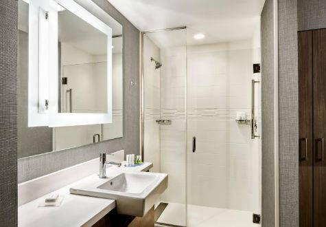A bathroom at SpringHill Suites by Marriott Murray