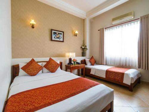 A bed or beds in a room at Bich Duyen Hotel