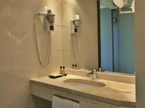 A bathroom at TURIM Luxe Hotel