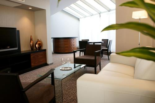 A seating area at Hotel Avance