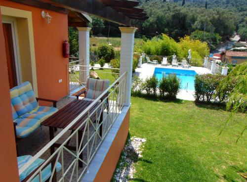 Θέα της πισίνας από το Villa Grecia ή από εκεί κοντά