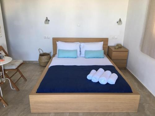 Ein Bett oder Betten in einem Zimmer der Unterkunft Gaia Serifos Apartments