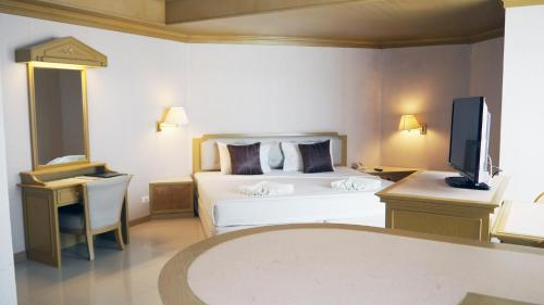 A bed or beds in a room at City Beach Resort