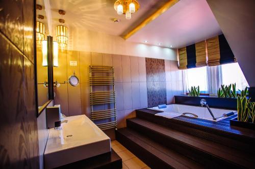 Ein Badezimmer in der Unterkunft Diamant Hotel