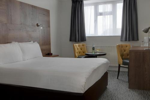 A bed or beds in a room at Best Western White House Hotel