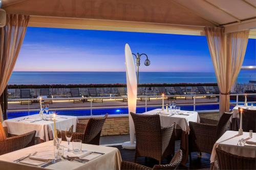 A restaurant or other place to eat at Hotel Victoria Frontemare