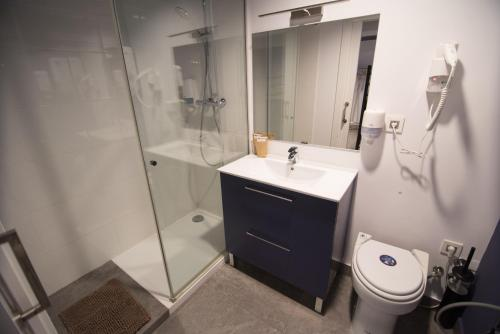 A bathroom at Koikili Aterpetxea