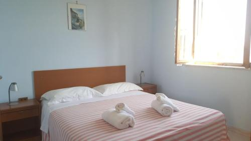 A bed or beds in a room at Jolly Residence
