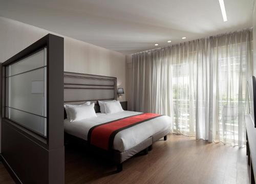 A bed or beds in a room at Holiday Suites