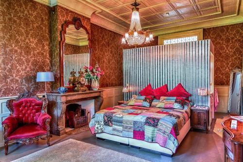 Een bed of bedden in een kamer bij B&B Het Hart van Haarlem