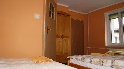 Łóżko lub łóżka w pokoju w obiekcie Natur Sport