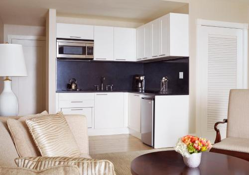 A kitchen or kitchenette at The Ritz-Carlton, Fort Lauderdale