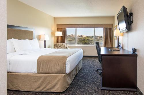 Кровать или кровати в номере Park Town Hotel