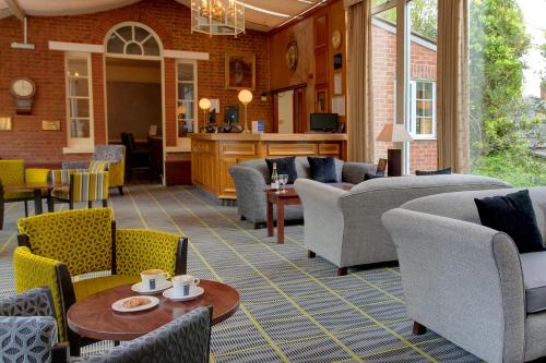 A restaurant or other place to eat at Best Western Moore Place Hotel
