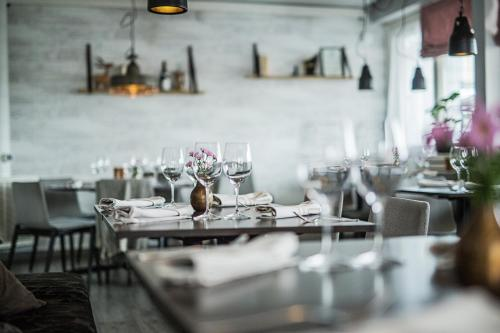A restaurant or other place to eat at SPiS Hotel & Hostel