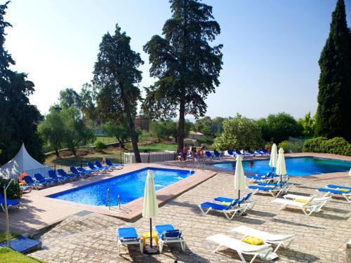 The swimming pool at or near Hotel Abetos del Maestre Escuela