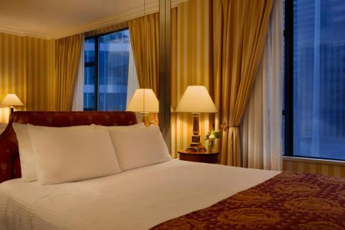 A bed or beds in a room at Hotel Le Soleil by Executive Hotels