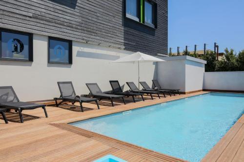 Het zwembad bij of vlak bij Campanile Carcassonne Est - La Cité