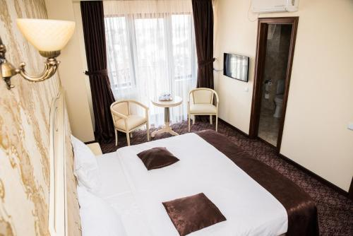 A bed or beds in a room at Hotel Giuliano