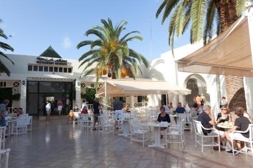Een restaurant of ander eetgelegenheid bij Seabel Alhambra Beach Golf & Spa