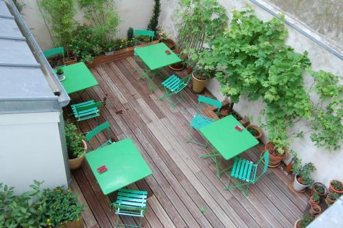 A view of the pool at La Maison Montparnasse or nearby