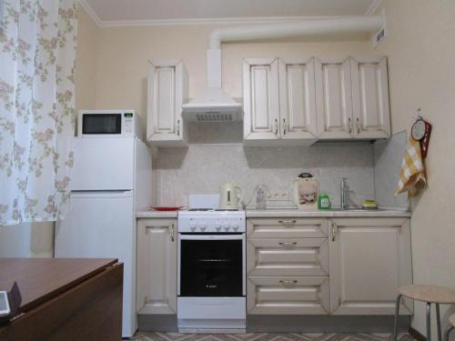 Кухня или мини-кухня в Apartamienty Tsarskaia stolitsa
