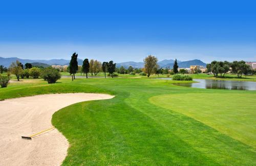 Golfeinrichtungen im Hotel oder in der Nähe