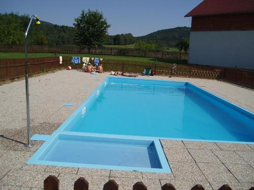 Bazén v ubytování Restaurace a Penzion Česká Hospoda nebo v jeho okolí