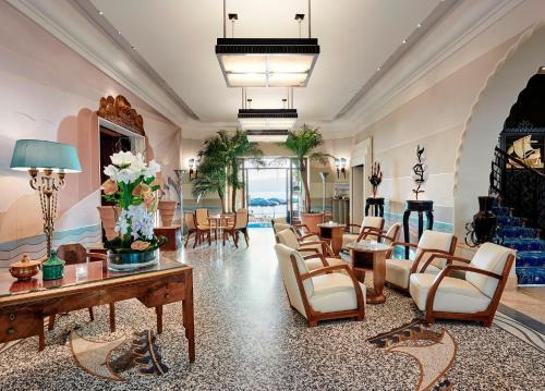 The lobby or reception area at Hôtel Belles Rives