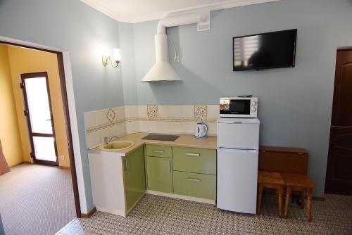 Кухня или мини-кухня в Гостевой дом у Лукоморья