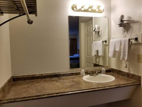 A bathroom at Nites Inn Motel