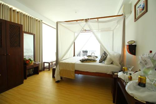 A bed or beds in a room at Rock Fort Hotel & SPA Unawatuna