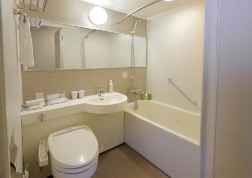 A bathroom at Akihabara Washington Hotel