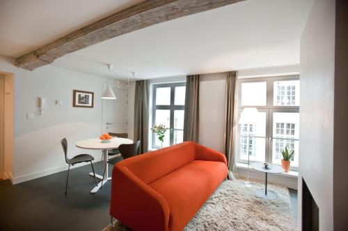 A seating area at Drabstraat 2 Apartment