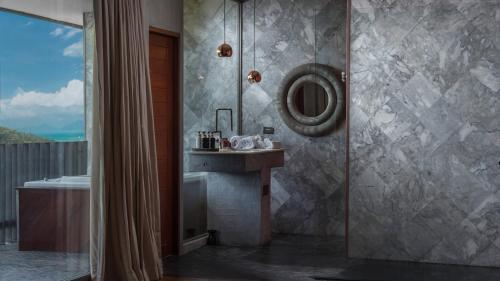 Et badeværelse på Charming Fox Samui