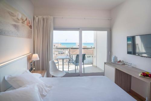 Een bed of bedden in een kamer bij THB Gran Playa - Adults Only