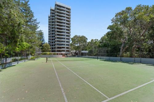 Tennis and/or squash facilities at Pacific Towers Beach Resort or nearby
