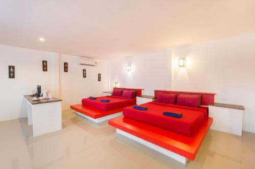 A bed or beds in a room at Da Kanda Villa Beach Resort