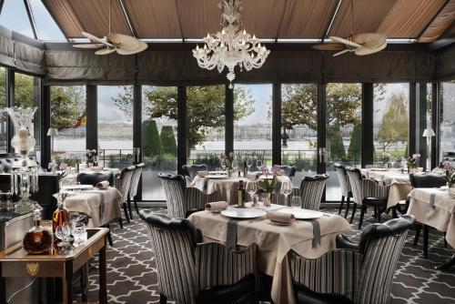 مطعم أو مكان آخر لتناول الطعام في فندق إنجلترا