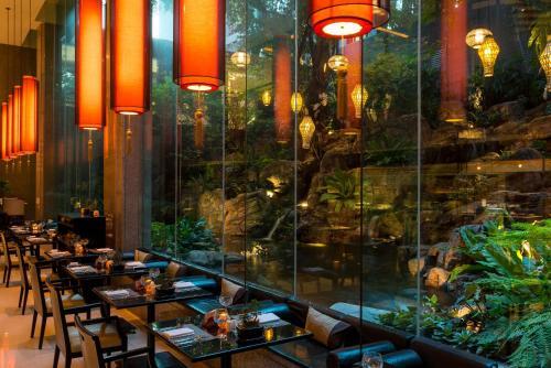 曼谷悅榕莊酒店餐廳或用餐的地方