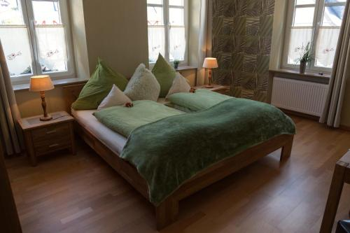 A bed or beds in a room at Gästehaus Reichshof