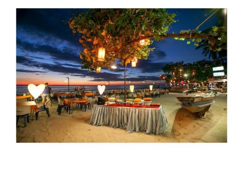 Ein Restaurant oder anderes Speiselokal in der Unterkunft Mac Resort Hotel