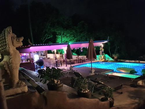 Der Swimmingpool an oder in der Nähe von Moonstone Studio