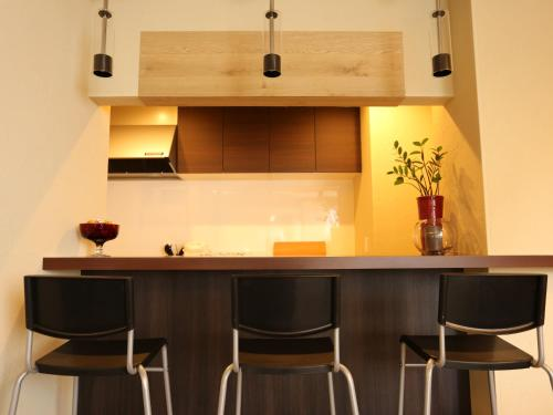 Dapur atau dapur kecil di Fuku Hostel Namba