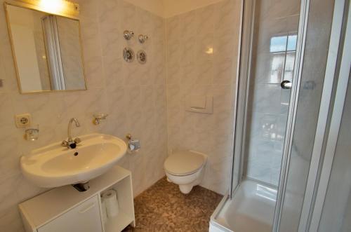 A bathroom at Altstadt Appartements