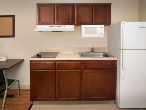 A kitchen or kitchenette at WoodSpring Suites Topeka